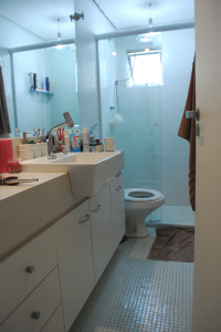 Detalhe Banheiro, Bancada Semi-Encaixe, Pastilha e Box.